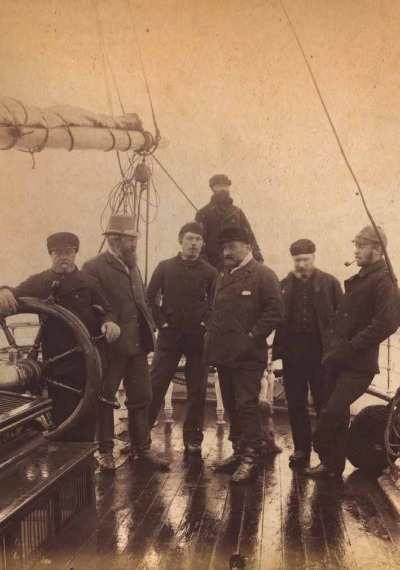 Третий слева - Артур Конан Дойл, судовой врач, 1880