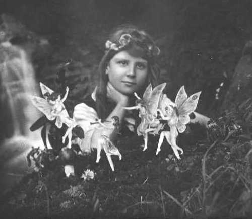 http://biodata.narod.ru/cottingley_fairies.jpg